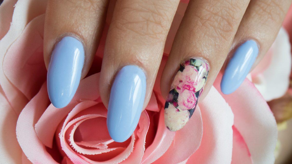 Moje pierwsze samodzielnie przedłużone paznokcie! – moje wrażenia + manicure w odcieniach Pantone na wiosnę!