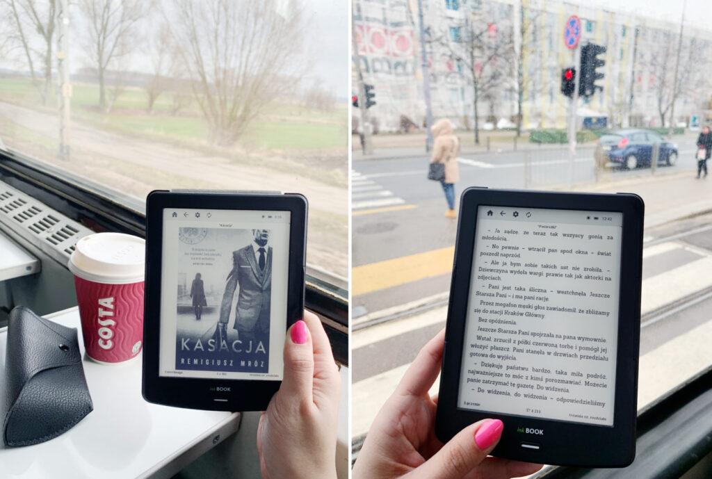 Dziewczyna czyta książke na czytniku ebookow w pociagu i tramwaju, seria chyłka, Remigiusz Mróz