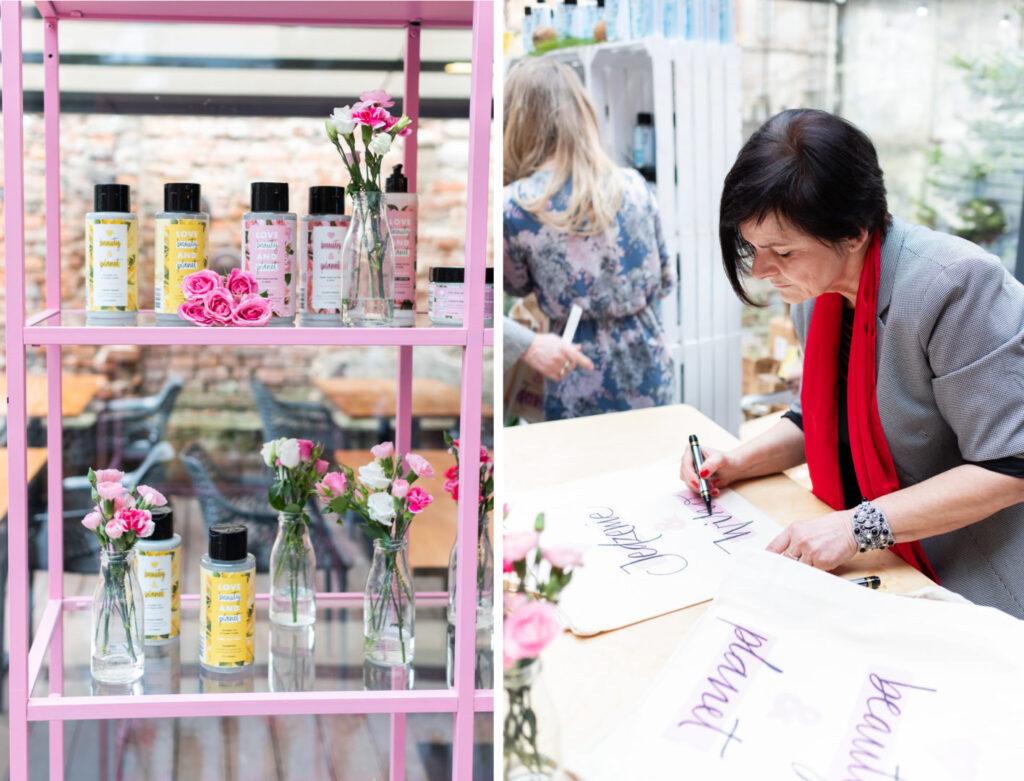 kobieta kaligrafuje napis na eko torbie