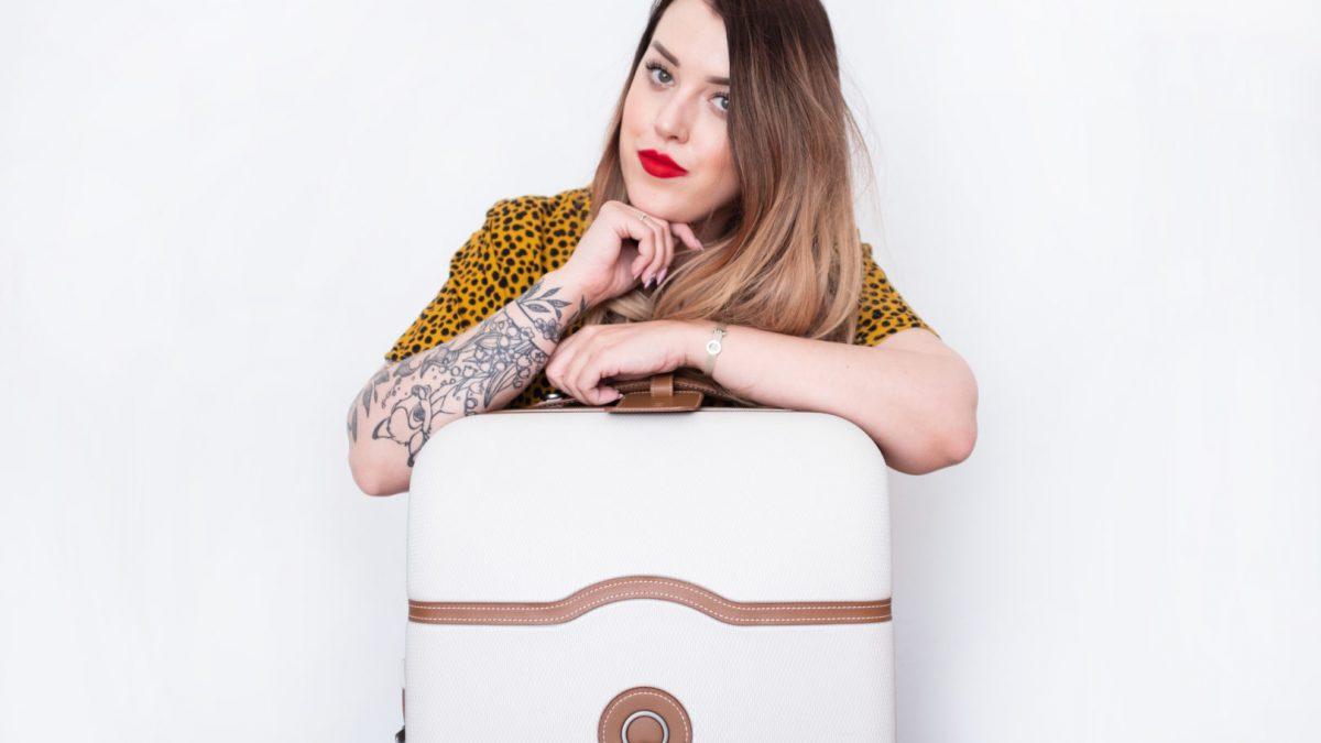 Bagaż podręczny – jak spakować się sprytnie w małą walizkę?
